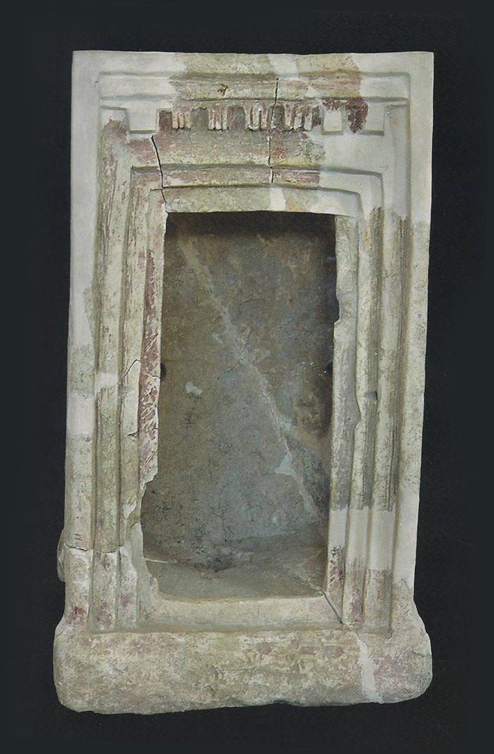 """דגם מקדש מלולף באבן גיר וצבוע אדום, אחרי רפאות, פריטים כאלו נקראים במסורת המקראית """"ארון אלוהים"""", ושימשו לשמירת סמל האל"""